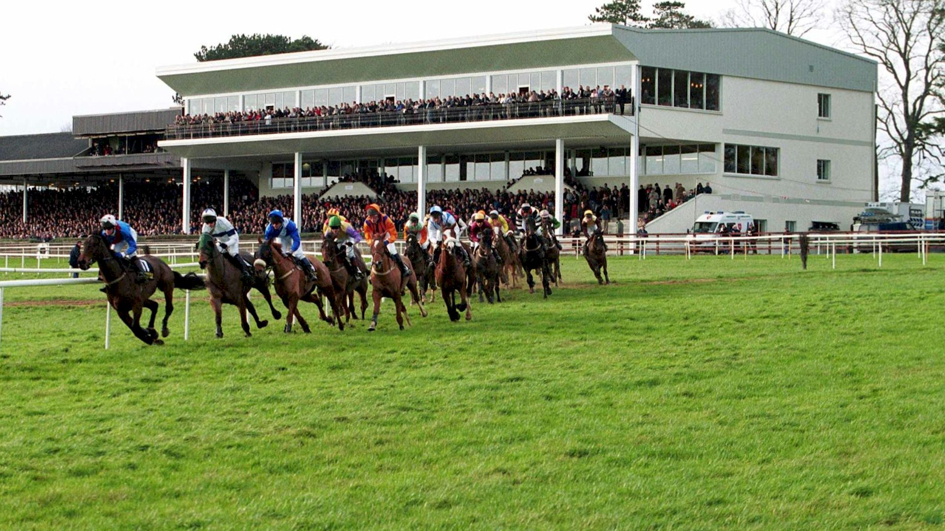 Race and Stay Horse Racing Packages and Racing Breaks for Gowran Park Races in Kilkenny Ireland