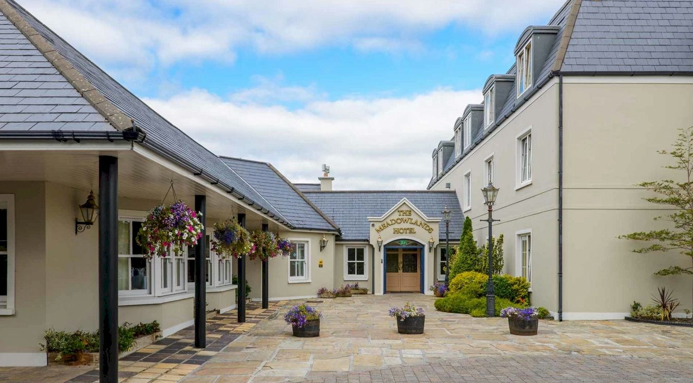Listowel Race and Stay Horse Racing Packages and Racing Breaks in Ireland