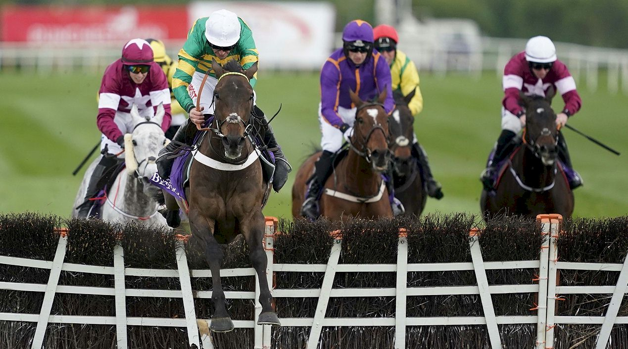 Race and Stay Horse Racing Packages and Racing Breaks for Navan Races Ireland